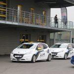 Les voitures de courses au paddock du circuit team pilotage Rhône Alpes